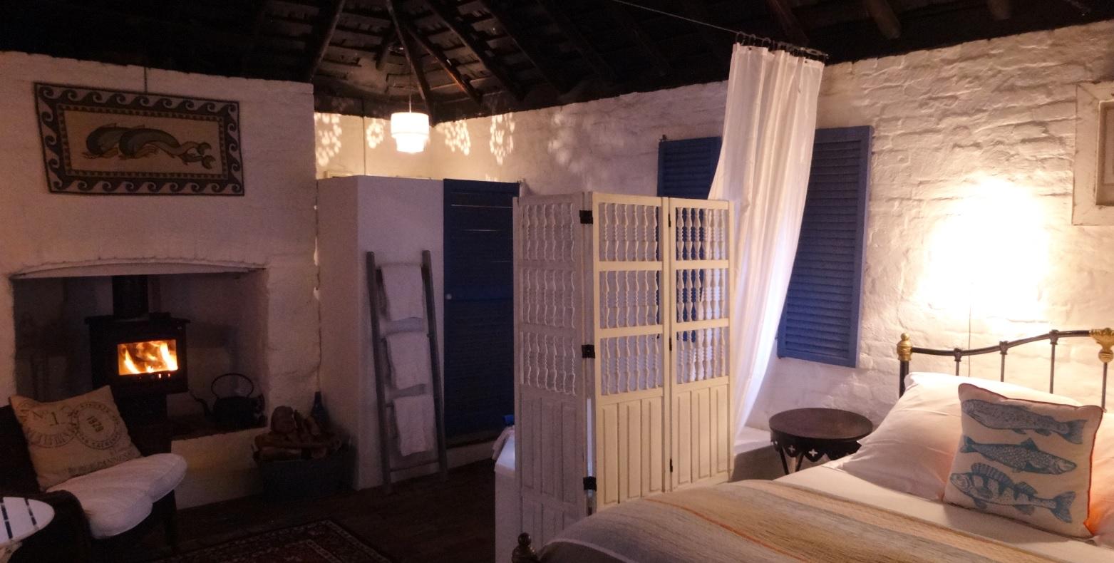 1466933332-Garden+Room+Globe+Inn+Yass+accommodation+fireside+rustic+resized.jpg-original