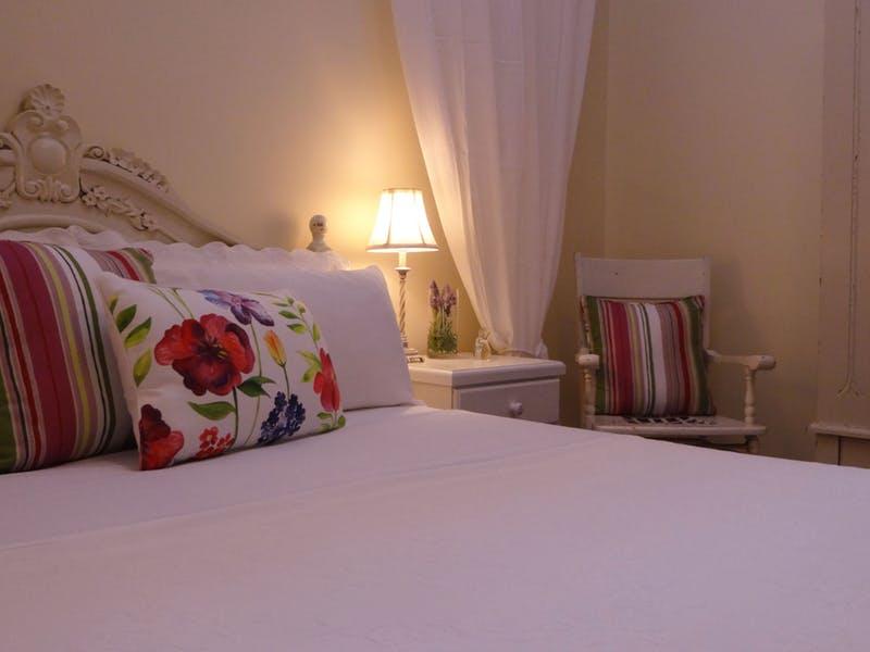 Original__9969632_GB44_Queen_Room_Globe_Inn_Yass_accommodation_vjcswoy
